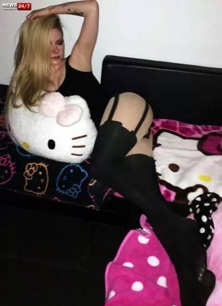 Avril lavigne butt ass booty gifs - 2 9